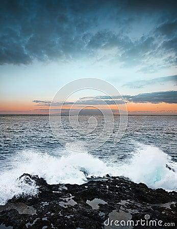 Nascer do sol e oceano