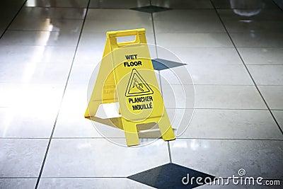 Nasser Fußboden