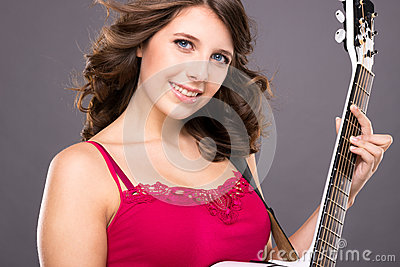 Nastolatek z gitarą