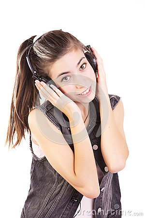 Nastoletnia słuchająca muzyka