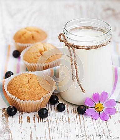 muffins mit johannisbeeren rezepte suchen. Black Bedroom Furniture Sets. Home Design Ideas