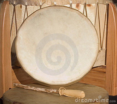 Free Native American Shaman PowWow Hand Drum And Beater Royalty Free Stock Images - 10842259