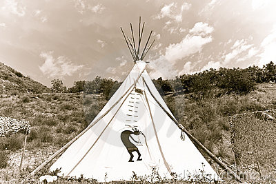 Pictures of authentic indian tee pees for Reliable tipi