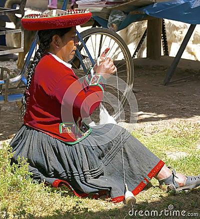 Free Native Kichwa Woman Knitting, Peru Royalty Free Stock Image - 71443176