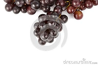 Natte druiven op wit