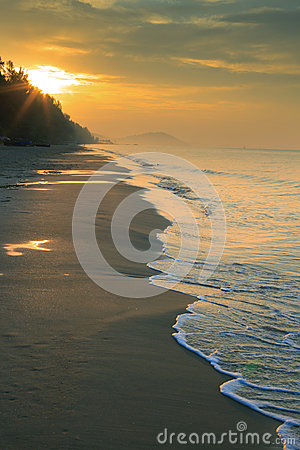 Free Natural Land Scape Of Sun Rising On Sea Beach Vertical Form Stock Photos - 50850713