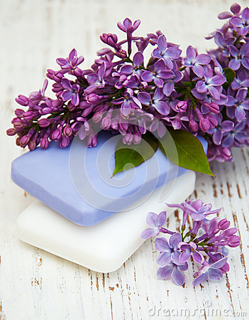 Free Natural Soap And Lilac Flowers Stock Photography - 55044062