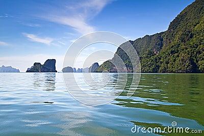 Naturaleza hermosa de la bahía de Phang Nga