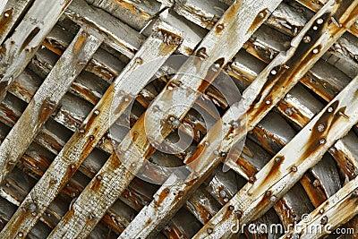 Nave arruinada de madera dentro de las costillas/modelo/fondo
