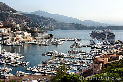 Nave da crociera in porto di monte carlo fotografie stock for Porto montecarlo