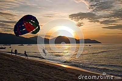 Navigazione di para di tramonto