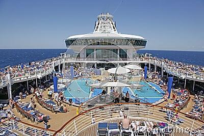 Navio de cruzeiros no mar Foto de Stock Editorial