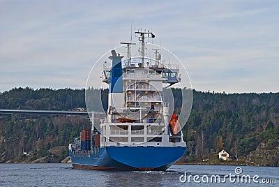 Navio de recipiente sob a ponte do svinesund, imagem 15