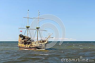 Navio em mares abertos