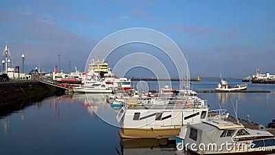 Navios e barcos amarrados ao cais filme