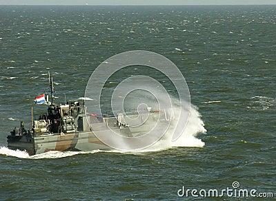 Navy b0at