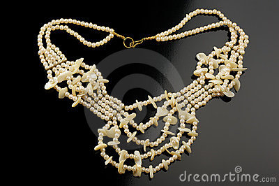 Necklace of artificial pearls