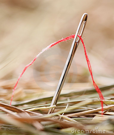 Free Needle With A Red Thread Royalty Free Stock Images - 11691959