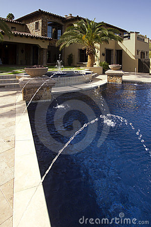 Negative edge modern mansion outdoor swimming pool