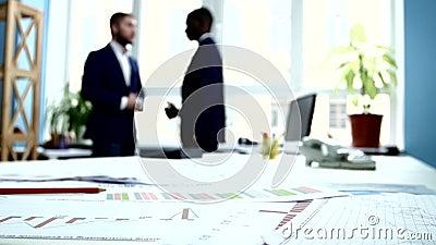 Negocio de la conducta de los hombres de negocios Foco encendido almacen de metraje de vídeo
