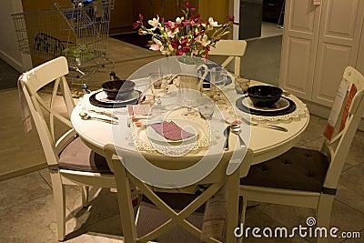 Negozio di mobili stabilito della tavola della sala da - Tavola da pranzo ...