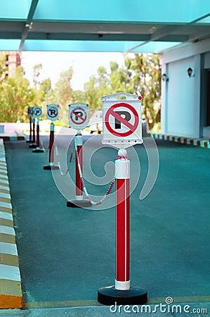 Nenhum estacionamento assina dentro uma fileira