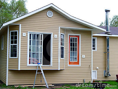 Neues Haus, das aufgebaut erhält