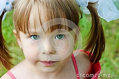 Neugieriges Mädchen