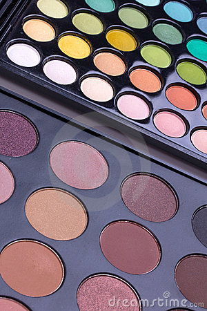 Neutral and multicolour eyeshadows palettes