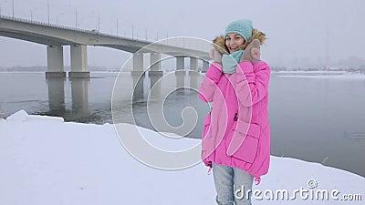 Neve de sopro Beleza Girl modelo adolescente alegre filme