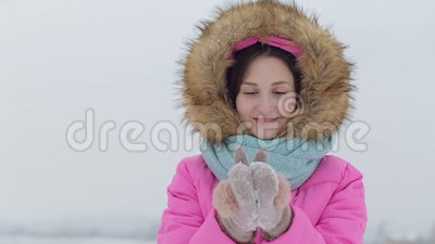 Neve de sopro Beleza Girl modelo adolescente alegre video estoque