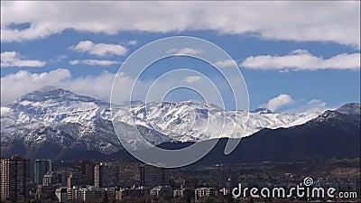 Neve della montagna e paesaggio n Cile video d archivio