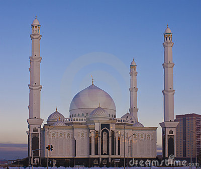 New mosque in Astana on a winter evening.
