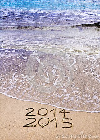Free New Year 2015 Is Coming Concept - Inscription 2014 And 2015 On A Beach Sand, The Wave Is Covering 2014 Royalty Free Stock Photos - 34634068
