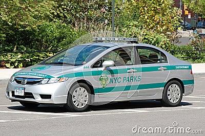 New York City parkt Streifenwagen Redaktionelles Stockbild