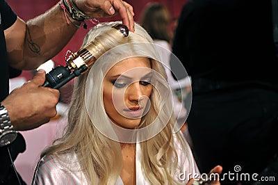 NEW YORK, NY - NOVEMBER 13: Model Devon Windsor prepares at the 2013 Victoria s Secret Fashion Show Editorial Stock Image
