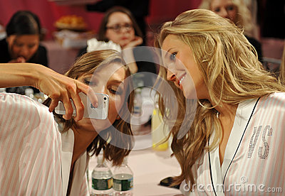 NEW YORK, NY - NOVEMBER 13: Models Karlie Kloss ( L) Toni Garrn (R) making faces for phone snapshots backstage Editorial Stock Photo