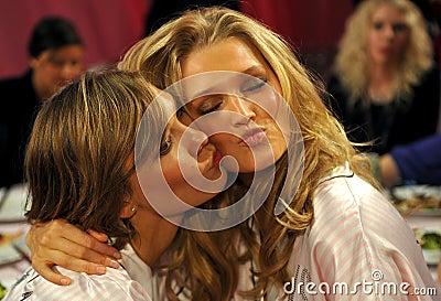 NEW YORK, NY - NOVEMBER 13: Models Karlie Kloss ( L) Toni Garrn (R) making faces for phone snapshots backstage Editorial Photography