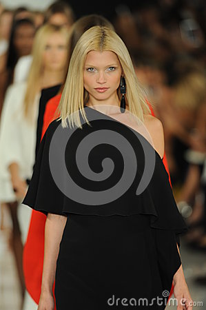 Free NEW YORK, NY - SEPTEMBER 12: Models Walk The Runway Finale At The Ralph Lauren Fashion Show Royalty Free Stock Photo - 35850505
