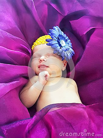 Free Newborn Baby Girl Smiling Sleeping On Bed Ultra Violet Purple Royalty Free Stock Photography - 113549027