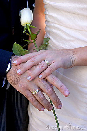 Free Newly Wed Couple Showing Off Rings Royalty Free Stock Photography - 366957
