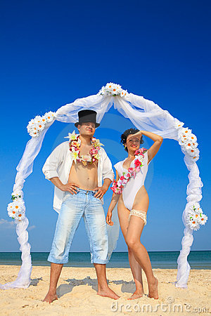 Newlywed couple in Hawaiian Hula