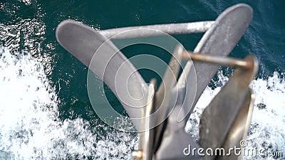 Nez de yacht avec ancre clips vidéos