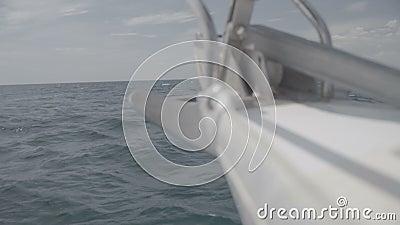Nez de yacht avec ancre S-Log3 banque de vidéos
