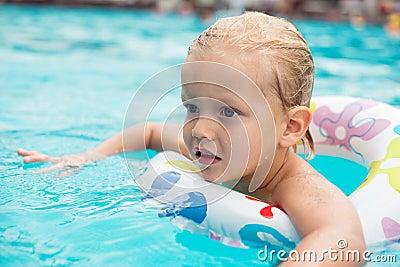 Niño de la natación