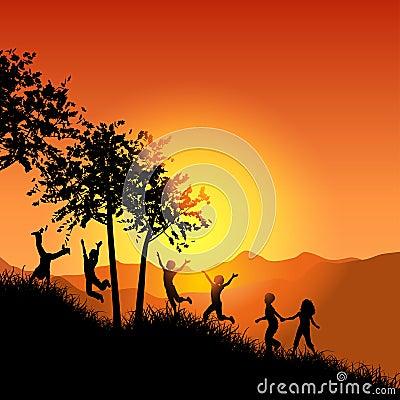 Niños que funcionan con para arriba una colina herbosa