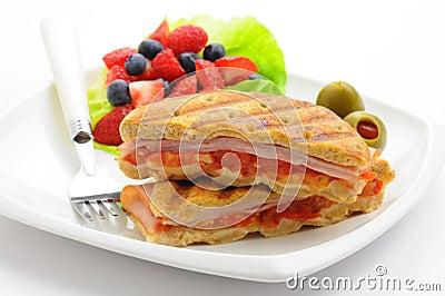 śniadaniowy panini