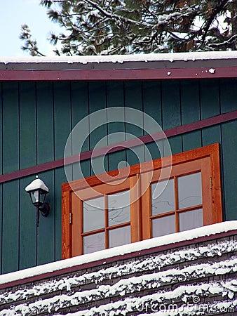 - Śnieg kabiny drewna