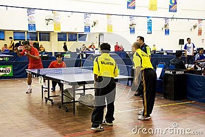 Niepełnosprawny mężczyzna osob s stołowy tenis Zdjęcie Editorial