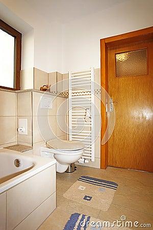 Nieuwe badkamers in beige bruine kleuren stock foto 39 s afbeelding 38186843 - Bruine en beige badkamer ...